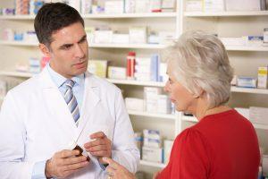 Zastosowanie leków z grupy NLPZ, przy równoczesnym zażywaniu rywaroksabanu wiąże się ze zwiększonym ryzykiem poważnych krwawień (fot. Shutterstock).