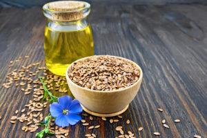 Niezwykłe właściwości olej lniany zawdzięcza znakomitej proporcji kwasów omega 3, 6 i 9 (fot. Shutterstock).