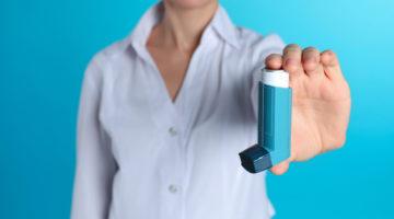 Jak prawidłowo przyjąć lek przy pomocy inhalatora?