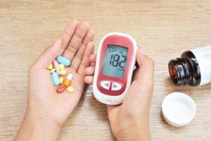 Metformina pozytywnie wpływa na profil lipidowy osocza, poprzez zmniejszanie stężenia trójglicerydów, cholesterolu całkowitego (fot. Shutterstock).