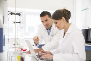 Monitor badań klinicznych stanowi istny łącznik między sponsorem badania a ośrodkiem badawczym (fot. Shutterstock).