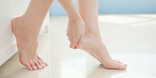 Grzybica stóp oraz paznokci to dość powszechny problem (fot. Shutterstock).